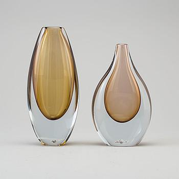 GUNNAR NYLUND, tillskriven, vaser, två st, glas, Strömbergshyttan, 1900-talets andra hälft.