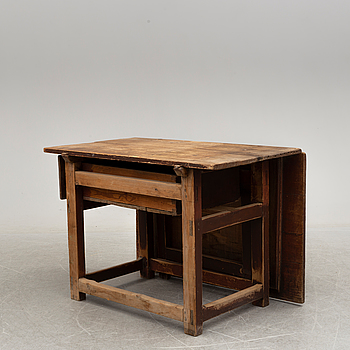 A painted pine gate leg table, 19th Century.