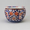 A japanese imari flower pot, meiji period (1868-1912).