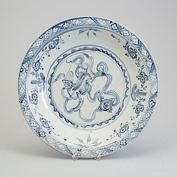 A blue and white dish, Swatow, Ming dynasty (1368-1644).