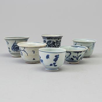 KOPPAR, sex stycken, porslin. Mingdynastin (1368-1644).