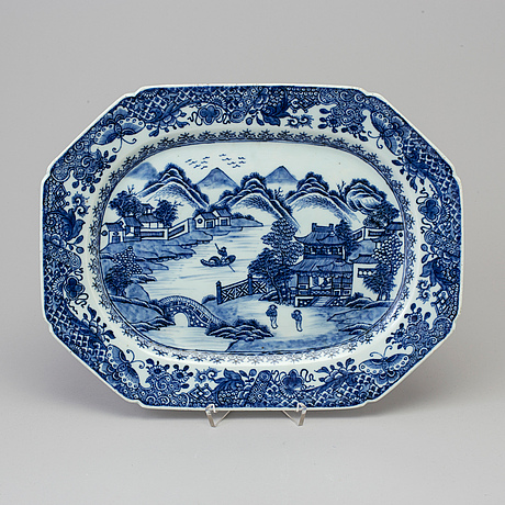 A blue and white serving dish, qing dynasty, qianlong (1736 95)