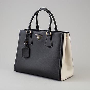 """PRADA, """"Saffiano lux"""", handväska."""