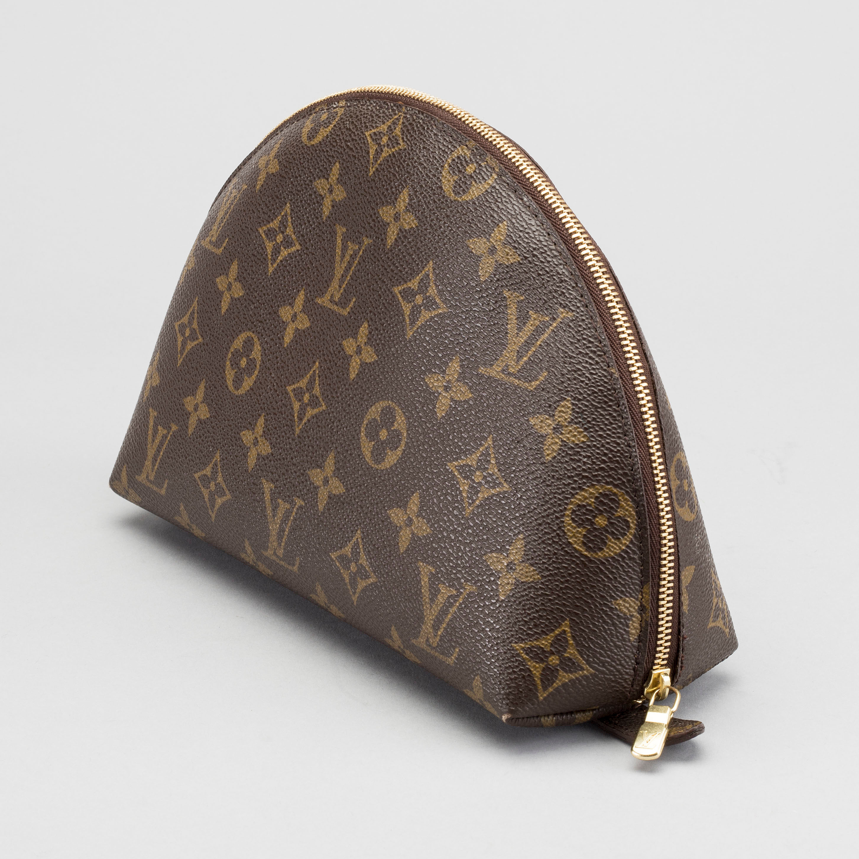 346fa471c785 A LOUIS VUITTON COSMETIC POUCH. - Bukowskis