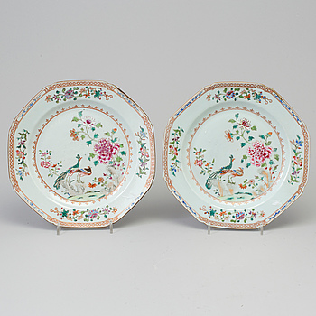 A pair of 'double peacock' dishes, Qing dynasty, Qianlong (1736-95).