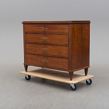 GUSTAVIANSK, An early 19th century mahogany veneered chest of four drawers.