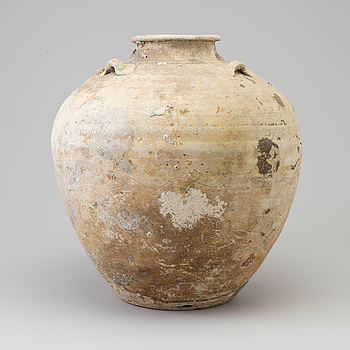 A large jar, presumably Ming dynasty.