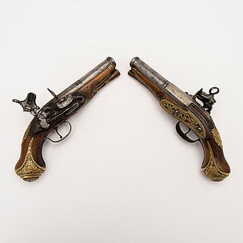FLINTLÅSPISTOLER, ett par, Spanien, 1700-talets andra hälft.