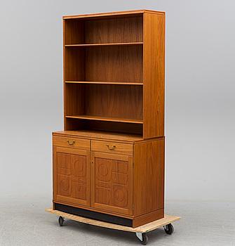 """YNGVE EKSTRÖM, bokhylla med underskåp, """"Krus"""", 1900-talets andra hälft."""