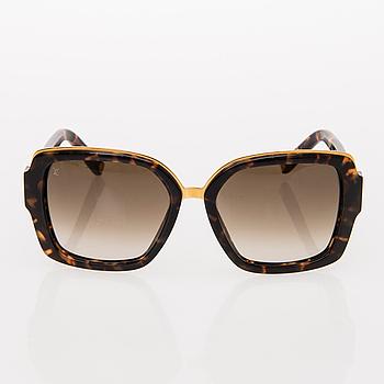 9edf649500cf A Pair of Soupcon carre Sunglasses. - Bukowskis