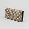 408aba4052e2 A Gucci supreme bees wallet. Monogamcanvas med tryckt dekor av gyllene bin,  svart läderskoning, märkt