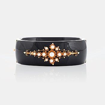 958. Armband onyx och 18K guld samt pärlor.