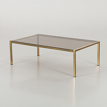 A GLAS TOP COFFEE TABLE.