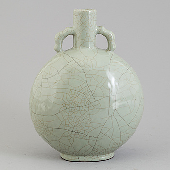 A 20th century Chinese porcelain vase, modern production.