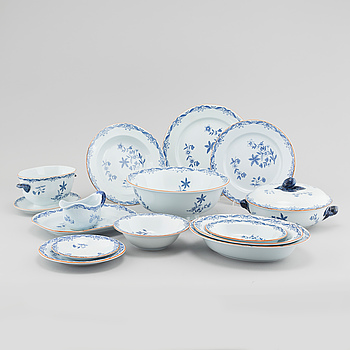 "43 pieces of porcelain tableware from Rörstrand, model ""Ostindia"", second half of the 20th century."