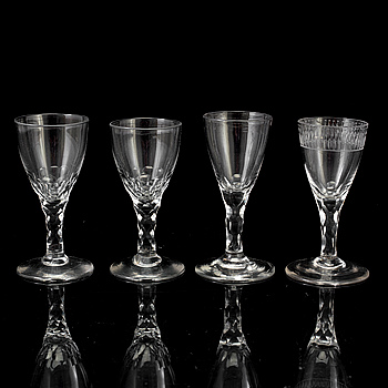 VINGLAS / STARKVINSGLAS, 4 stycken, omkring år 1800.