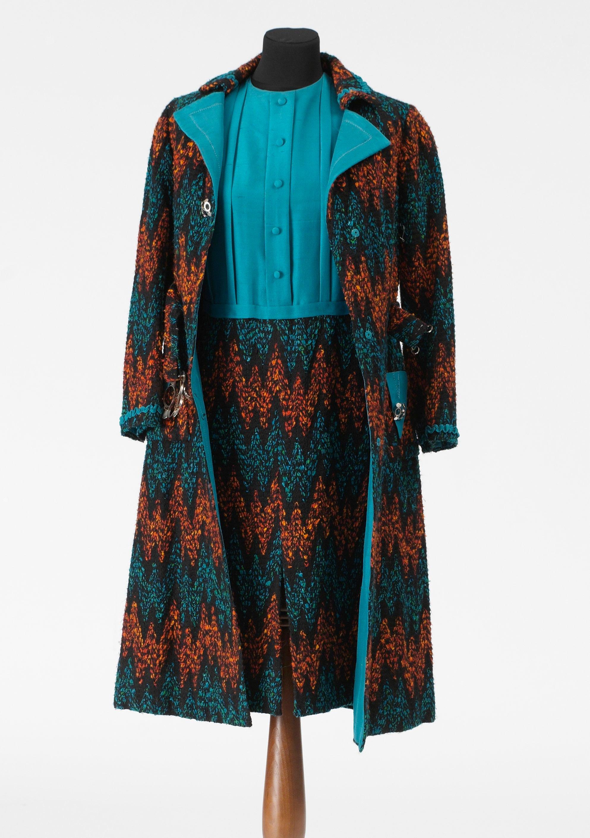 be7370b22fec Kappa med skärp i ullblandning i turkost, orange och svart. Klänning med  överdel i turkost siden samt nederdel i ull i turkost, orange och svart.