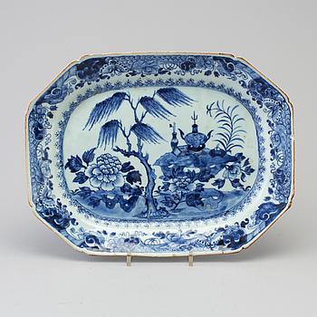 STEKFAT, porslin, Kina, Qianlong (1736-1795).