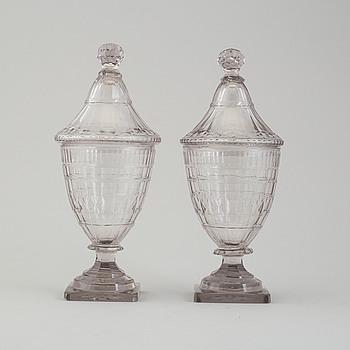 URNOR MED LOCK, ett par, glas 17/1800-tal.