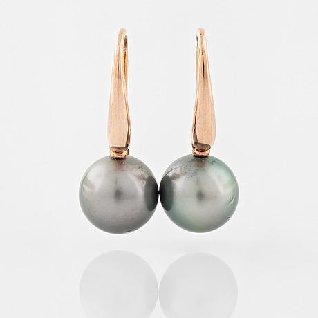 A pair of cultured tahiti pearl earrings