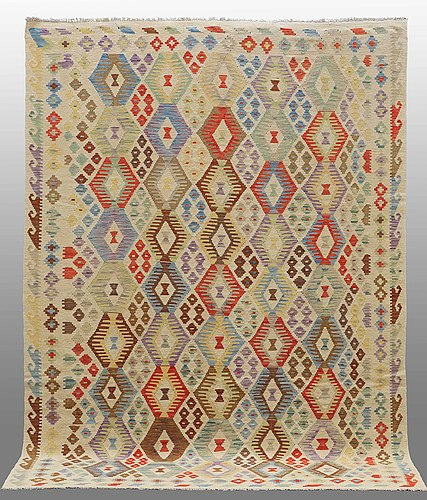 A carpet, kilim oriental, around 287 x 204 cm.