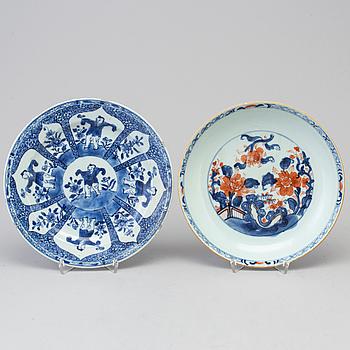 TALLRIKAR, 2 st, porslin, Kina, 1800/1900-tal.