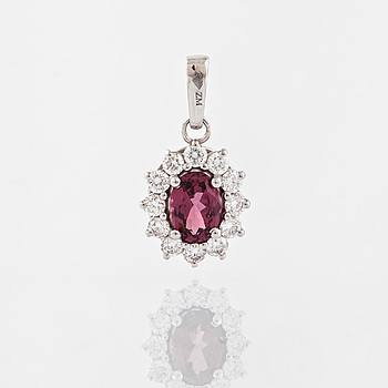 HÄNGE, med rodolit 1.10 ct samt briljantslipade diamanter 0.51 ct.