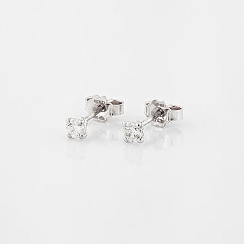 ÖRHÄNGEN, med briljantslipade diamanter, totalt 0.30 ct.