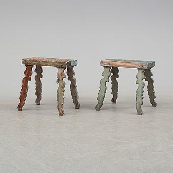 PALLAR, två stycken, allmoge, furu, 1800-tal.