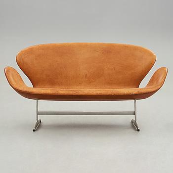 ARNE JACOBSEN, a 'Svanen' sofa, for Fritz Hansen, Denmark 1960's.