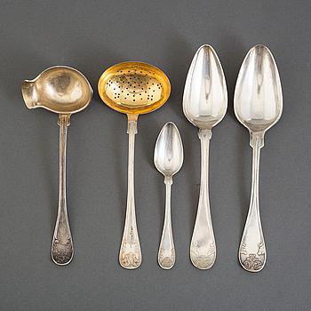 """SERVISDELAR, 24 delar, """"Gamal fransk"""", silver, olika mästare, Sverige, 1900-talets andra hälft. Totalvikt 928 gram."""