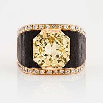 964. A Paul Binder ring with a modified radiant-cut diamond ca 7 cts quality ca Light Yellow vvs-vs.