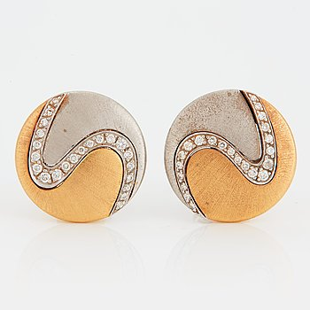 1023. A pair of Paul Binder earrings in 18K gold and white gold set with round brilliant-cut diamonds.