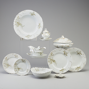 115 pieces of a porcelain dining table ware, from August Hoffman, Dresden, early 20th century.