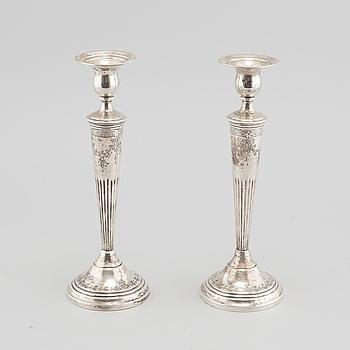 LJUSSTAKAR, ett par, silver, 1900-talets första hälft.