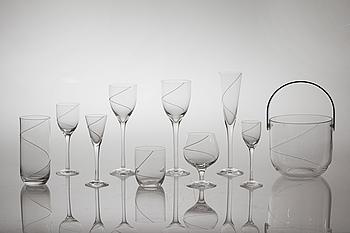 """ANNA EHRNER, 109 delar, glas, """"Line"""", Kosta Boda, 1900-talets slut."""