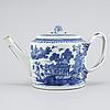 A porcelain tea pot from china, qianlong (1736- 1795).