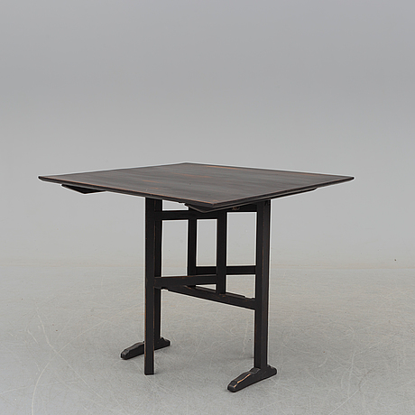 A table from around 1900.
