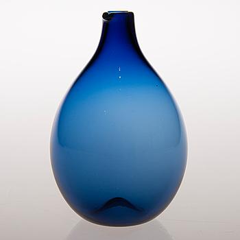 "TIMO SARPANEVA, ""Fågelflaska"", glas, signerad ""TS"". Iittala, modellen formgiven 1956."