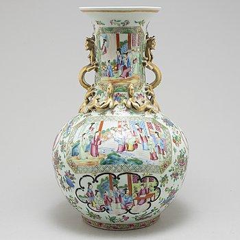 VAS, porslin, Kanton, Kina, 1800-talets andra hälft.