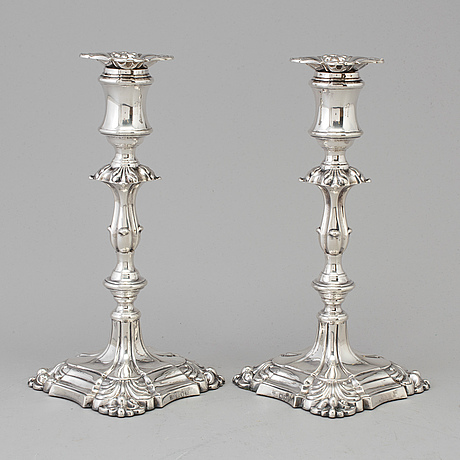 A pair of english silver candlesticks by henry wilkinson, london 1895.