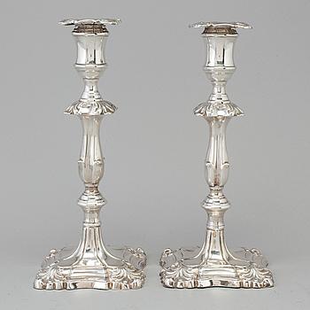 LJUSSTAKAR, ett par, silver, Martin, Hall & Co. London 1889.