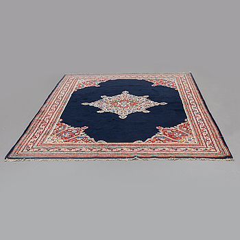 A CARPET, Sarouk-mir, around 312 x 218 cm.