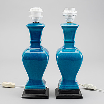 A pair of 21:st century table lamps.