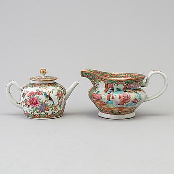 KANNOR, 2 stycken, porslin, Kanton, Kina, 1800-talets andra hälft.