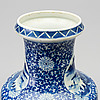 A chinese 20th century porcelain vase.