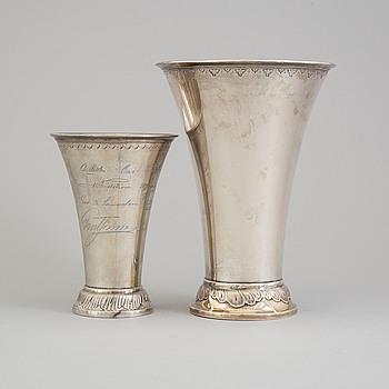 VASER, två st, silver, svenska stämplar, 1904 och 1914.
