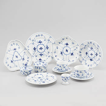 "76 pieces of porcelain tableware from Royal Copenhagen in Denmark, model ""Musselmalet"", second half of the 20th century."