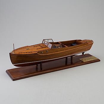 """BÅTMODELL, """"Ruffmotorbåt 1931"""", ritad av C.G Pettersson, skala 1:15."""