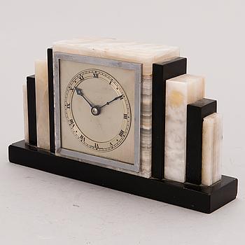 An Art Deco mantle clock, 1920s/30s.